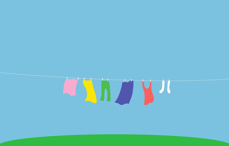 Фото обои трава, белье, цвет, радуга, веревка, майка, двор, носки, сушка, брюки, стирка