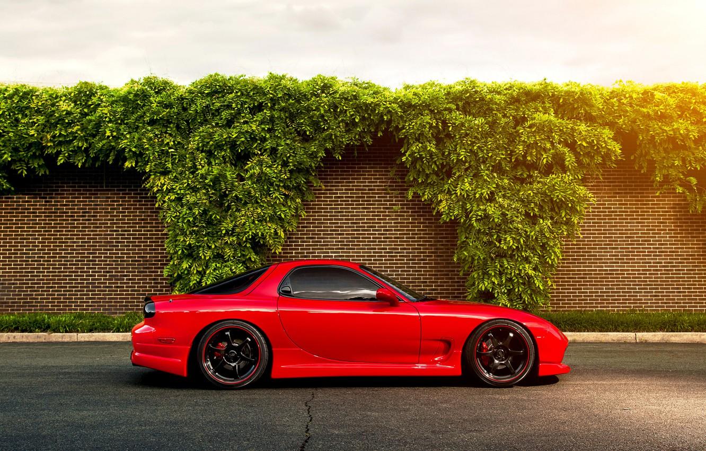 Фото обои red, Mazda, блик, красная, кусты, мазда, RX-7, кирпичная стена