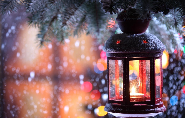 Фото обои зима, снег, снежинки, елка, свеча, ветка, фонарик, подсвечник
