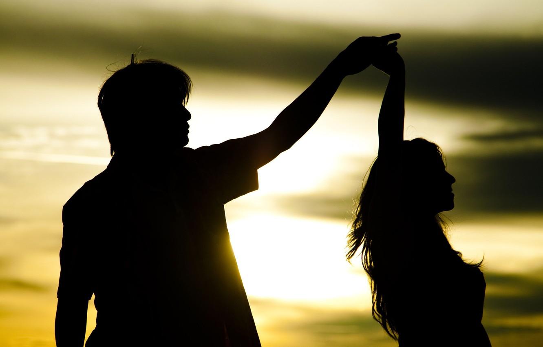 Фото обои девушка, солнце, любовь, закат, фон, движение, widescreen, обои, романтика, настроения, женщина, чувства, танец, пара, wallpaper, …