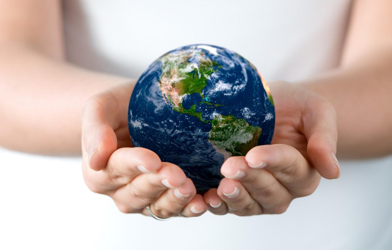 Фото обои руки, размытость, земной шар