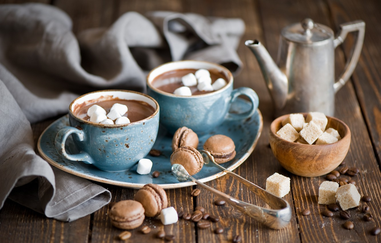 Фото обои чайник, кружки, натюрморт, горячий шоколад, макарон, маршмеллоу, зёрна кофе