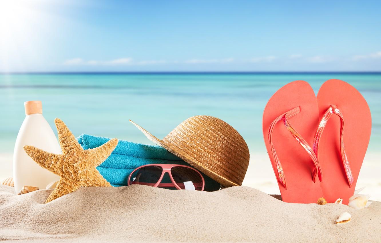 Фото обои песок, море, пляж, лето, солнце, отдых, полотенце, шляпа, очки, ракушки, summer, beach, каникулы, sea, sun, …