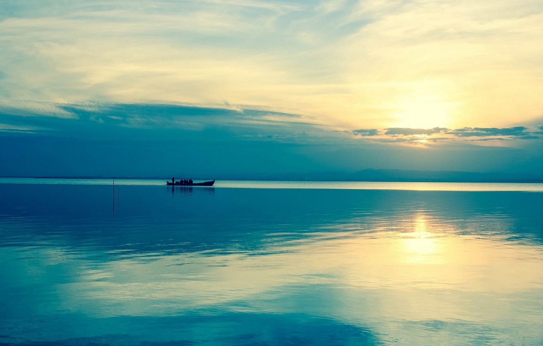 Фото обои вода, солнце, река, восход, лодка