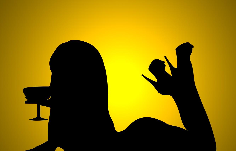 Фото обои девушка, тень, коктейль, лежит, желтый фон