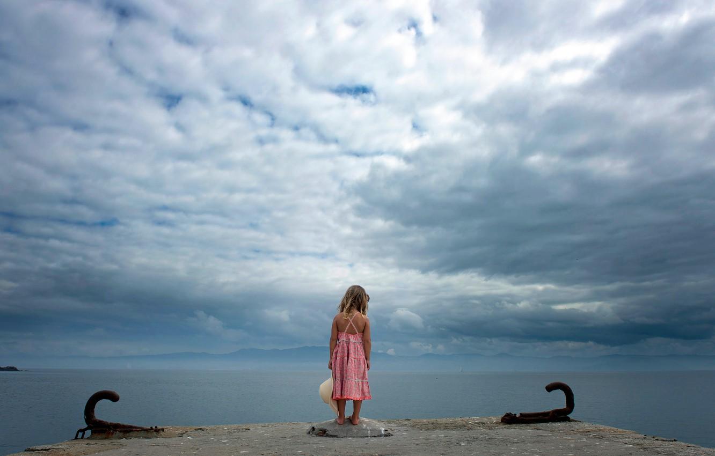 Фото обои небо, берег, девочка