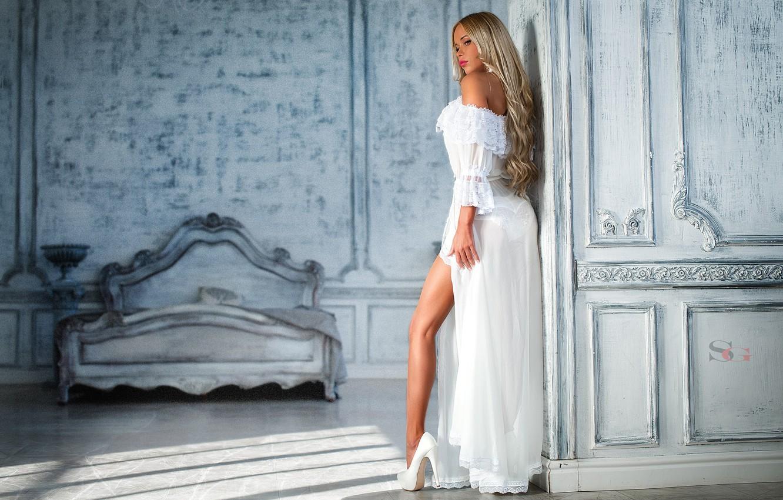 Фото обои макияж, фигура, платье, прическа, блондинка, туфли, ножка, в белом, photographer, шикарная, Sergey Alexandrov