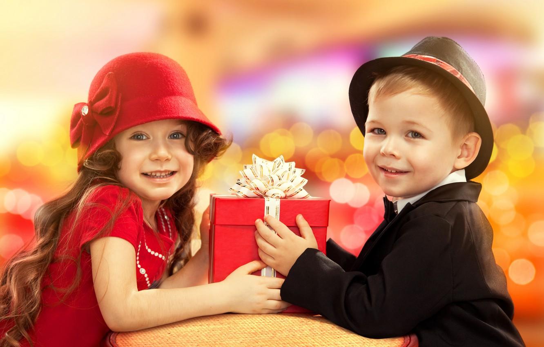 Обои подарок, Поздравление, Девочка, мальчик, дети. Настроения foto 6