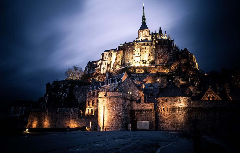 средневековый замок ночью картинки данной статьи узнаете