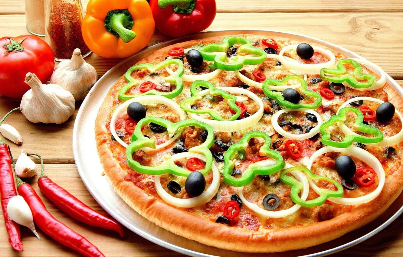 Фото обои еда, лук, пища, пицца, помидор, оливки, вкусно, маслины, чеснок, болгарский перец, острый перец
