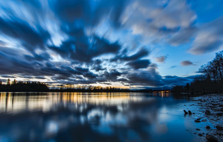Фото обои небо, вода, облака, деревья, закат, озеро, гладь, отражение, синева, берег, вечер, Канада, Британская Колумбия