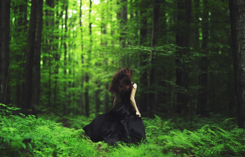 Фото обои лес, девушка, бежит