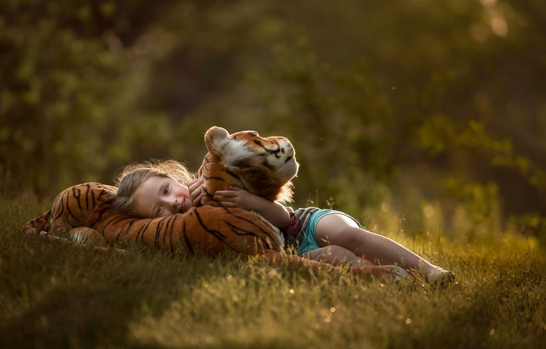 Фото обои тигр, вечер, девочка