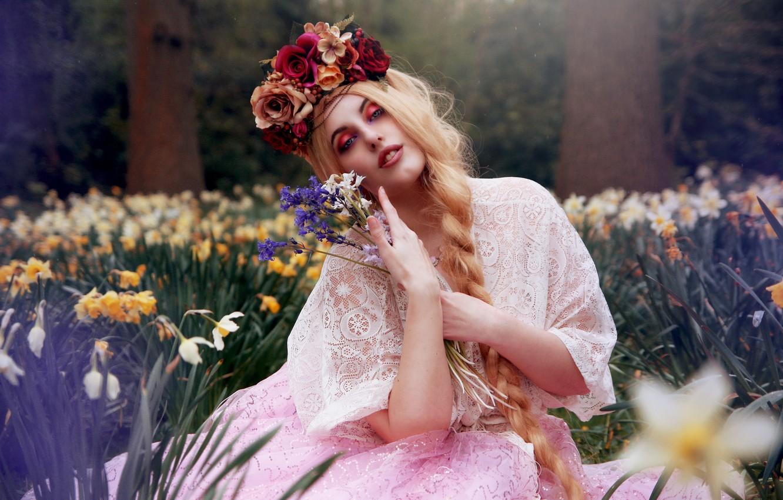 Фото обои девушка, цветы, настроение, букет, коса, венок, нарциссы, Arabella