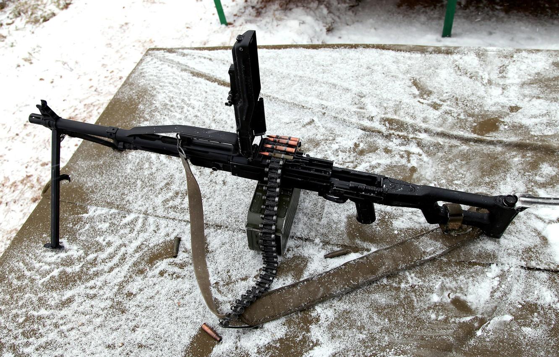 Фото обои снег, вид, мощь, сверху, лента, ствол, пулемет, точка, ремень, патроны, гильзы, Russia, power, machine, ручной, …