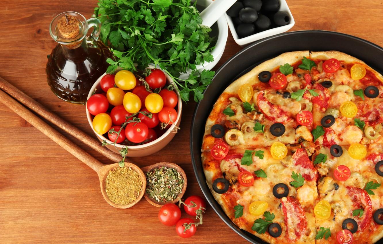 Фото обои еда, сыр, пицца, помидоры, оливки, петрушка, блюдо, маслины, специи, плошки