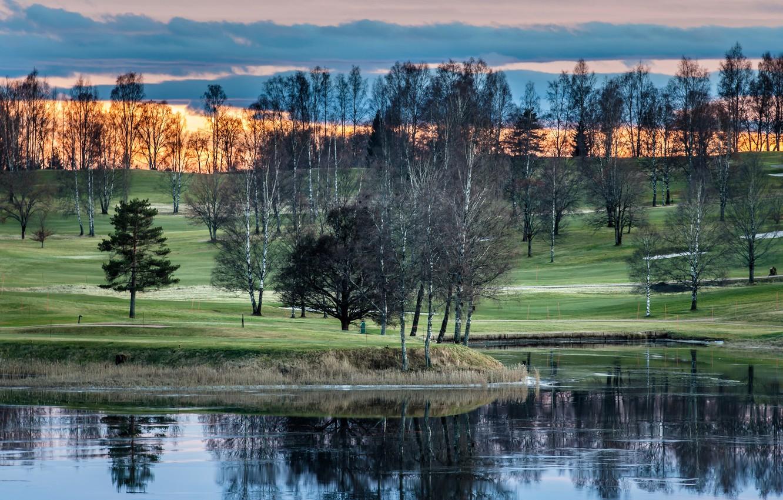 Фото обои небо, трава, облака, деревья, закат, озеро, Норвегия