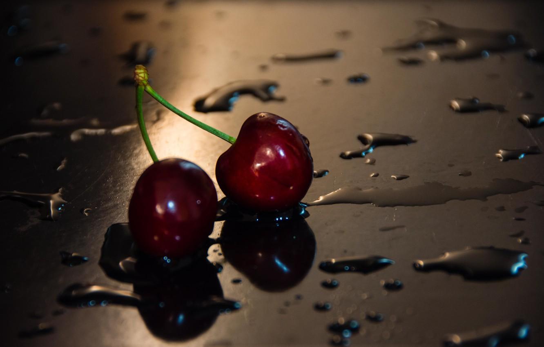 картинки вишня в брызгах воды снимке