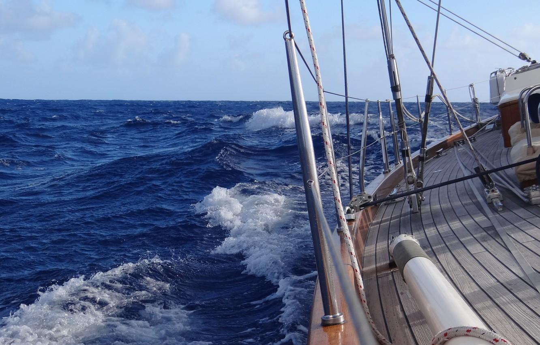 В сильный шторм на яхте | 850x1332