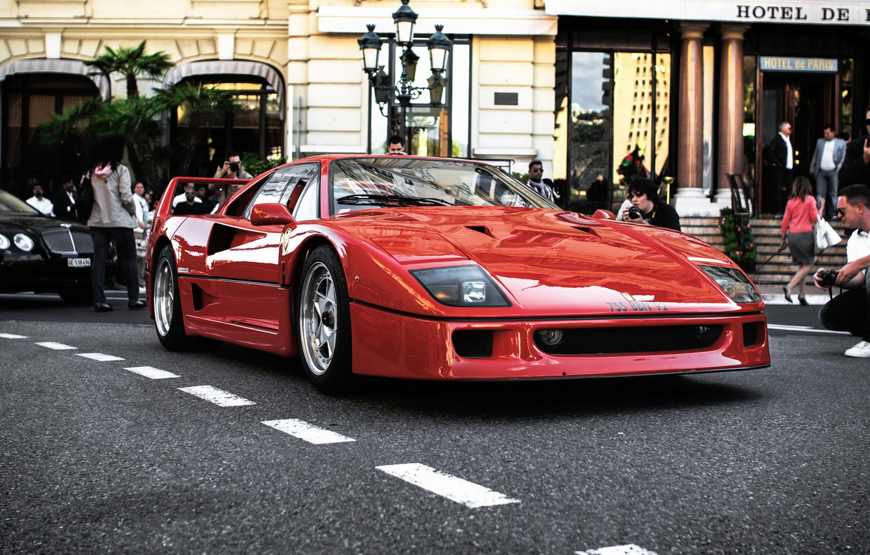 Фото обои красный, люди, черный, Ferrari, red, bentley, отель, феррари, black, people, бентли, hotel, f40, ф40
