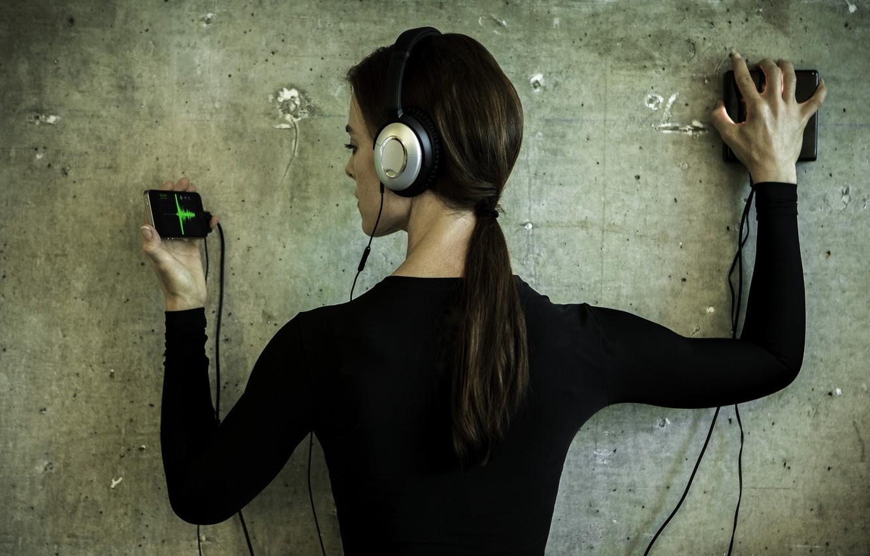 Фото обои девушка, музыка, стена, волосы, наушники, звуки