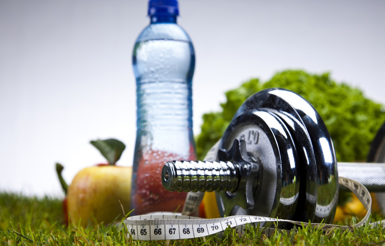Фото обои вода, спорт, яблоки, бутылка, фитнес, гантеля