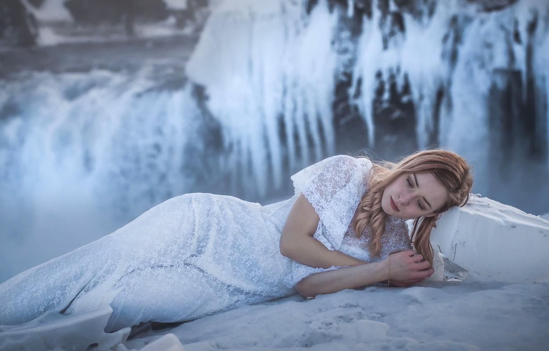 Фотосессия на берегу реки холод