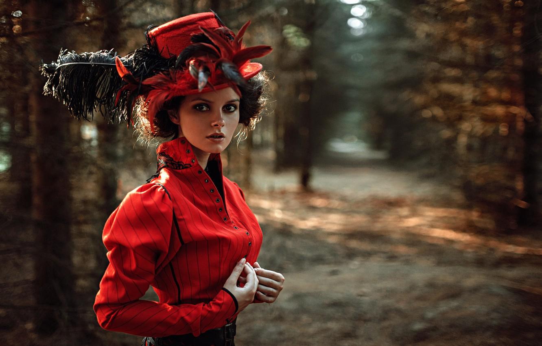 Фото обои взгляд, девушка, лицо, парк, портрет, шляпа, перья, платье, прическа, light, прелесть, nature, sunset, art, beauty, …
