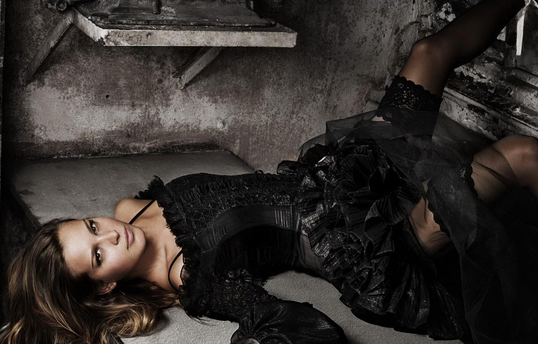 Фото обои взгляд, черное, Платье, лежит