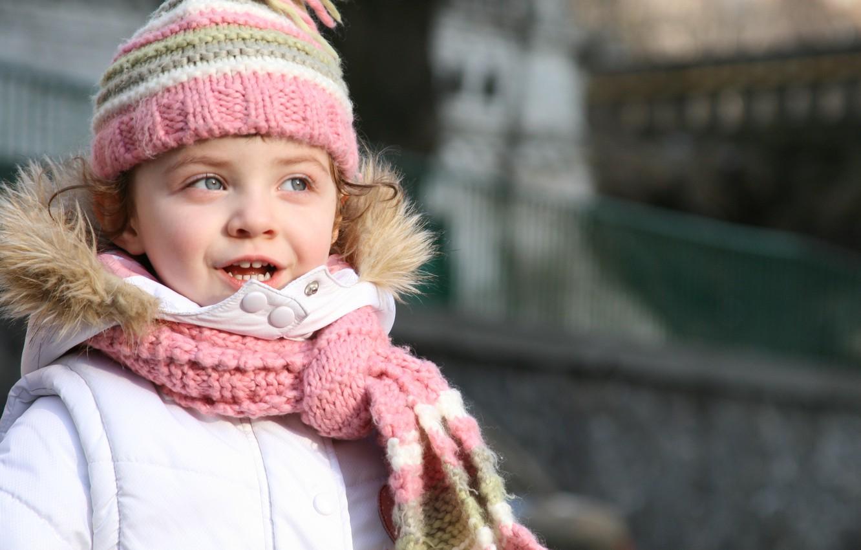 Фото обои счастье, дети, city, город, ребенок, шарф, девочка, милый, красивая, стильный, beautiful, child, cute, children, little …