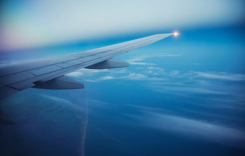 Фото обои море, небо, острова, облака, полет, самолет, крыло, размытость, sky, aircraft, flight, clouds, airplane, боке, пассажирский, ...