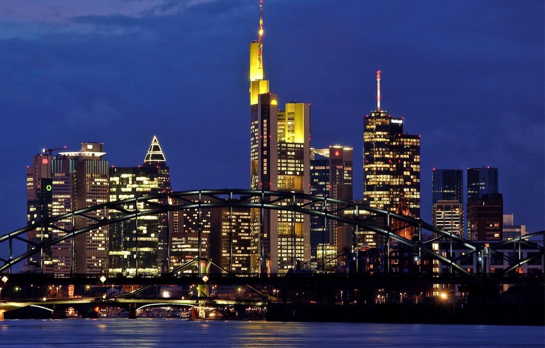Фото обои мост, река, небоскребы, вечер, Германия, подсветка, мегаполис, Germany, Франкфурт-на-Майне, Frankfurt-am-Main