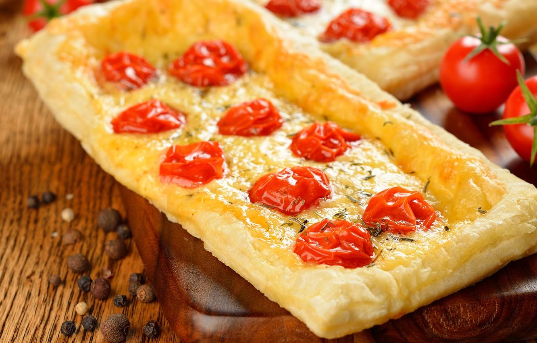Фото обои пирог, доска, перец, томат, помидоры, лепешка