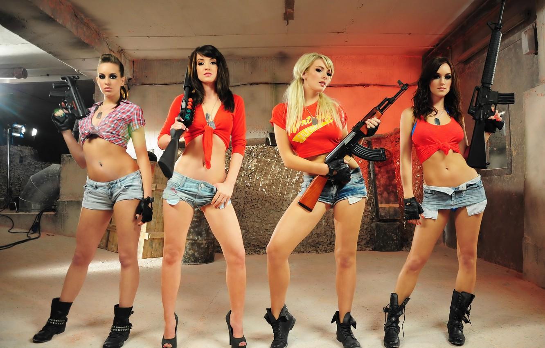Фото обои guns, shorts, girls, four girls, girls with guns