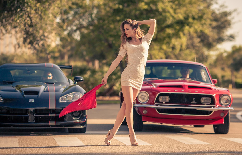 Фото обои девушка, Mustang, Ford, Модель, флаг, Dodge, red, мускул кар, black, Viper, muscle car, front, start, …