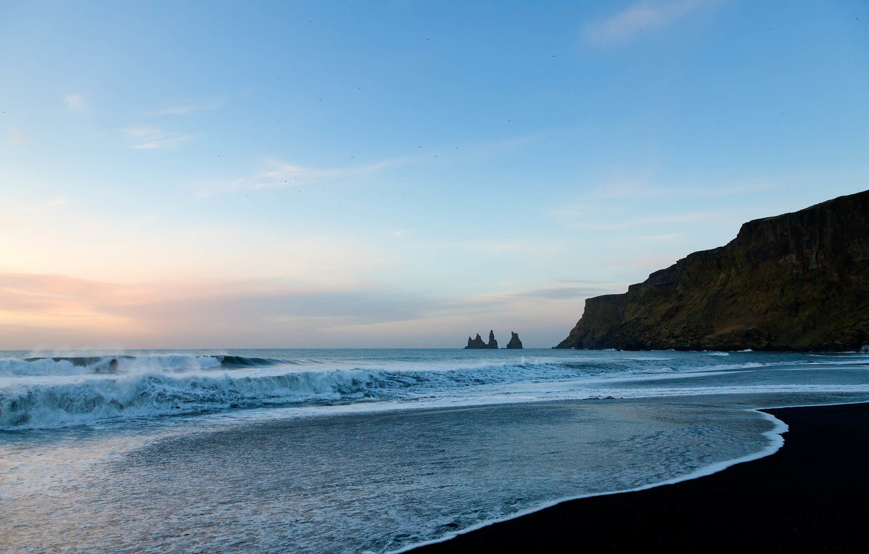 Фото обои Небо, Вода, Песок, Облака, Океан, Пляж, Скалы, Волны, Горизонт, Птицы, Пена
