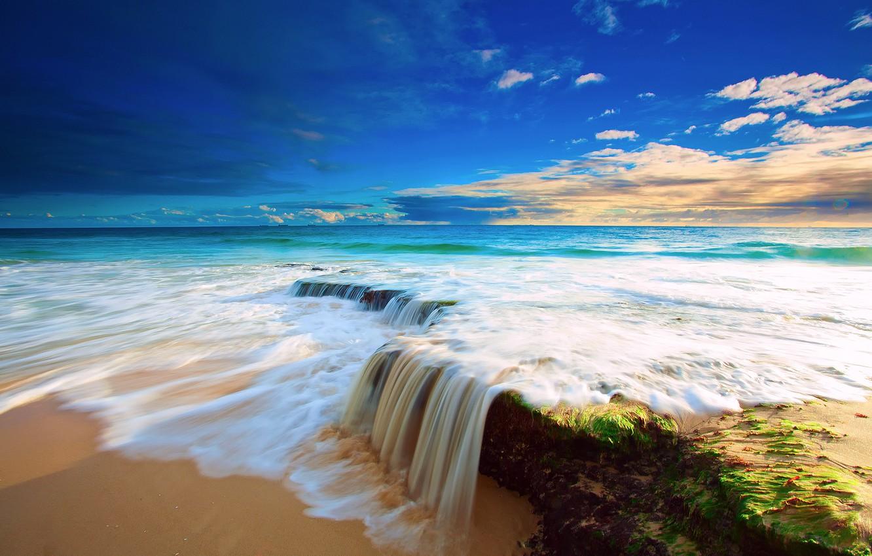 Фото обои море, пляж, небо, вода, облака, камни, водопад, поток