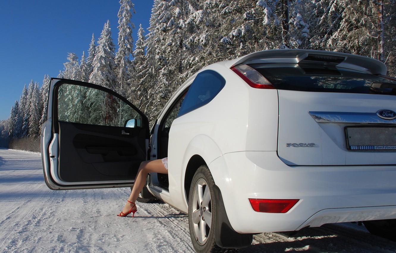Фото обои Ford, Зима, Девушка, Белый, Деревья, Ножка, Focus