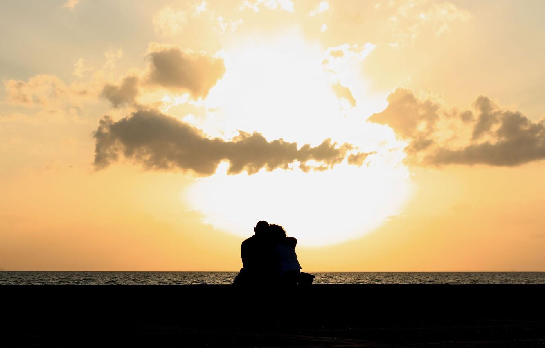 Фото обои море, небо, вода, девушка, облака, любовь, река, фон, обои, настроения, женщина, чувства, пара, wallpaper, мужчина, …