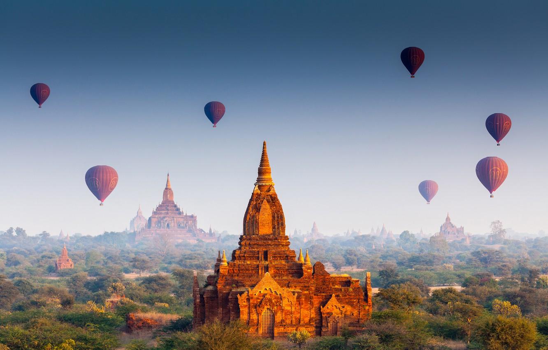 Фото обои лес, солнце, полет, воздушные шары, храм, forest, архитектура, дворец, old, старый город, architecture, palace, Мьянма, …
