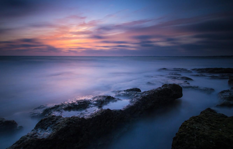 Фото обои море, небо, облака, закат, камни, берег, вечер, штиль, синее, Испания, Атлантика