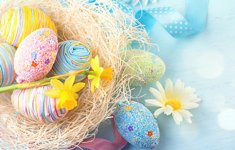 Фото обои цветы, ленты, праздник, яйца, ромашка, Пасха, гнездо, нарциссы, декор, Easter