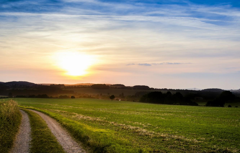 Фото обои поле, лето, небо, солнце, облака, деревья, закат, вечер, Италия, тропинка