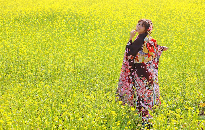 Фото обои поле, лето, взгляд, девушка, лицо, улыбка, одежда, кимоно, азиатка