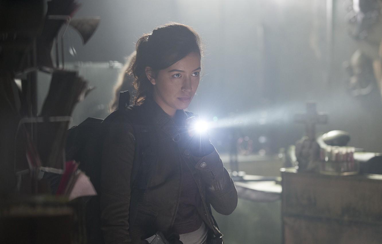 Фото обои фонарик, The Walking Dead, Ходячие мертвецы, Christian Serratos, Rosita
