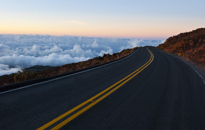 Фото обои дорога, небо, облака, горы, скалы, разметка, горизонт