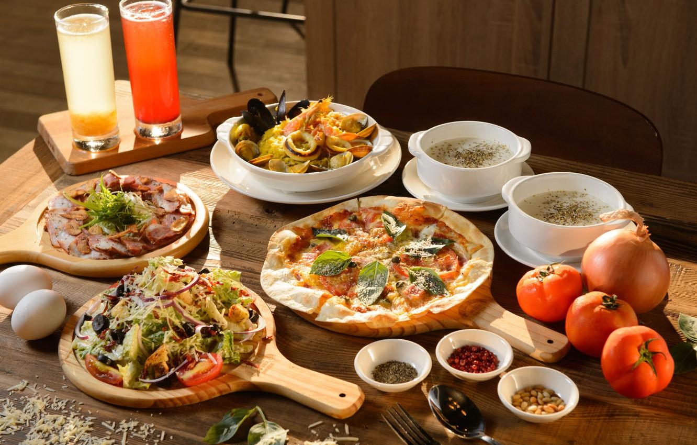 Фото обои яйца, сыр, лук, сок, суп, пицца, помидоры, ассорти