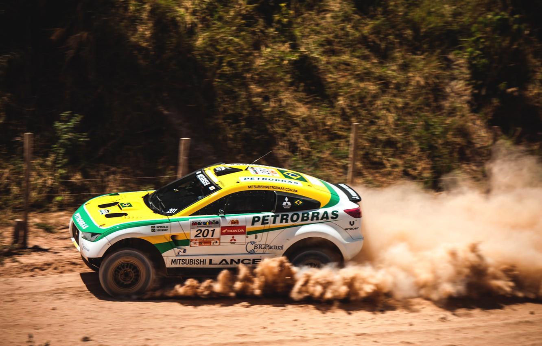 Фото обои Песок, Авто, Пыль, Спорт, Пустыня, Машина, Скорость, Гонка, Мицубиси, Mitsubishi, Rally, Dakar, Дакар, Внедорожник, Вид …