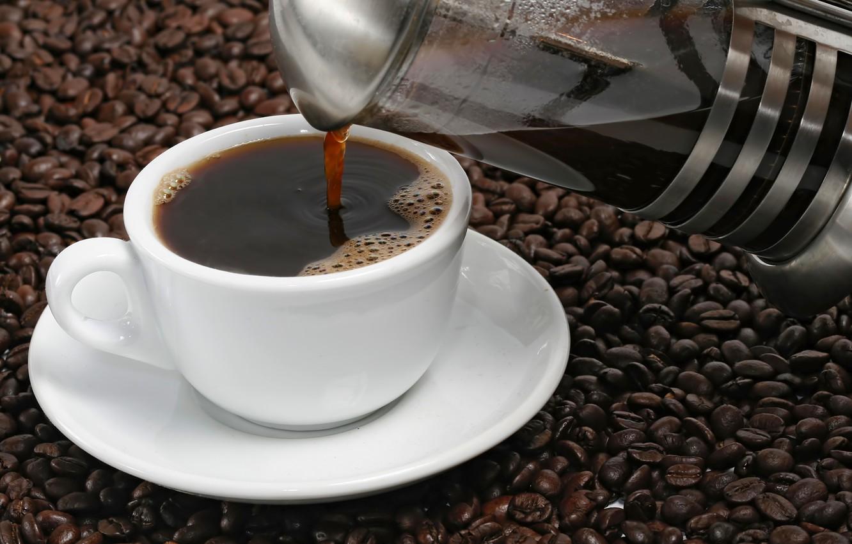 Фото обои пена, кофе, чашка, блюдце, cup, зёрна, Coffee, кофейные, cream, foam, кофейник, coffee beans, бобы, saucer, …