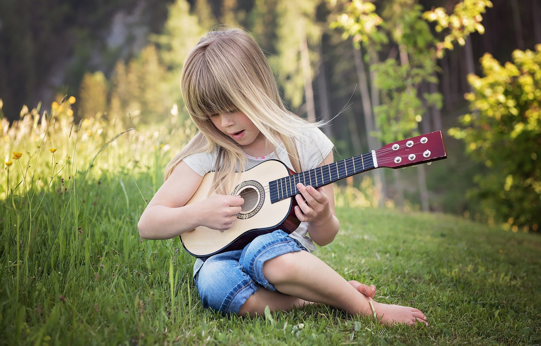 Фото обои лето, трава, природа, гитара, девочка, ребёнок